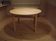 ダイニング・メイプルのラウンドテーブル