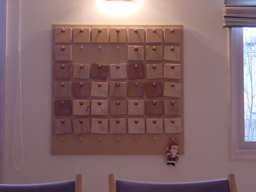 木のカレンダー(中)