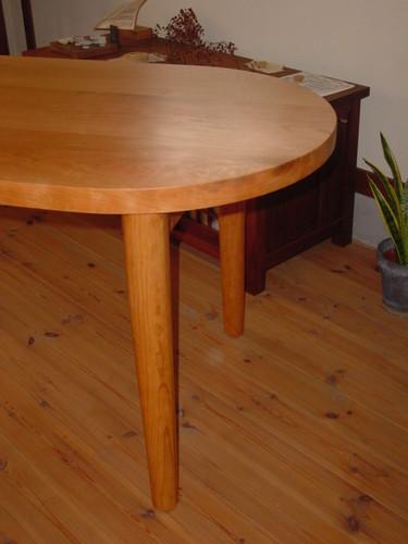 ダイニング・ブラックチェリーのテーブル